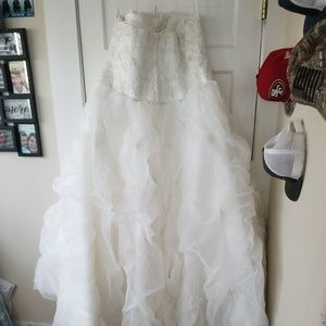 Dresses & Skirts - Plus size wedding dress